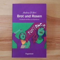 Brot und Rosen Titelseite in Lila und Mintgrün. Zwei Frauen mit groß aufgemachtem Mund