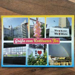 """Postkarte mit 6 Motive. Hochhaus am Kotti, weiß und spitz, Blumen, Banner mit """"we ❤️Kotti We💀Miete"""", U-Bahnstation Kottbusser Tor, Banner """"I❤️Kotti"""" mitten in Blumen und Fahrräder, Regenbogen über Berlin. In der Mitte gelb auf pink, """"Grüße vom Kottbusser Tor"""""""